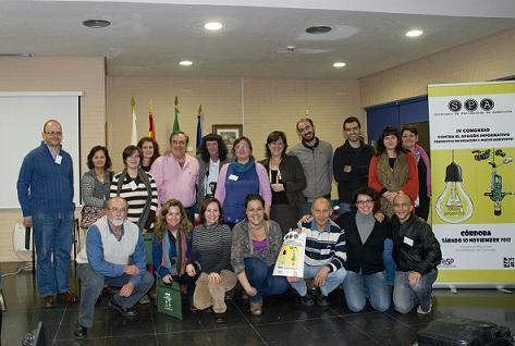 Parte de la nueva ejecutiva junto a afiliados al final del IV Congreso del SPA
