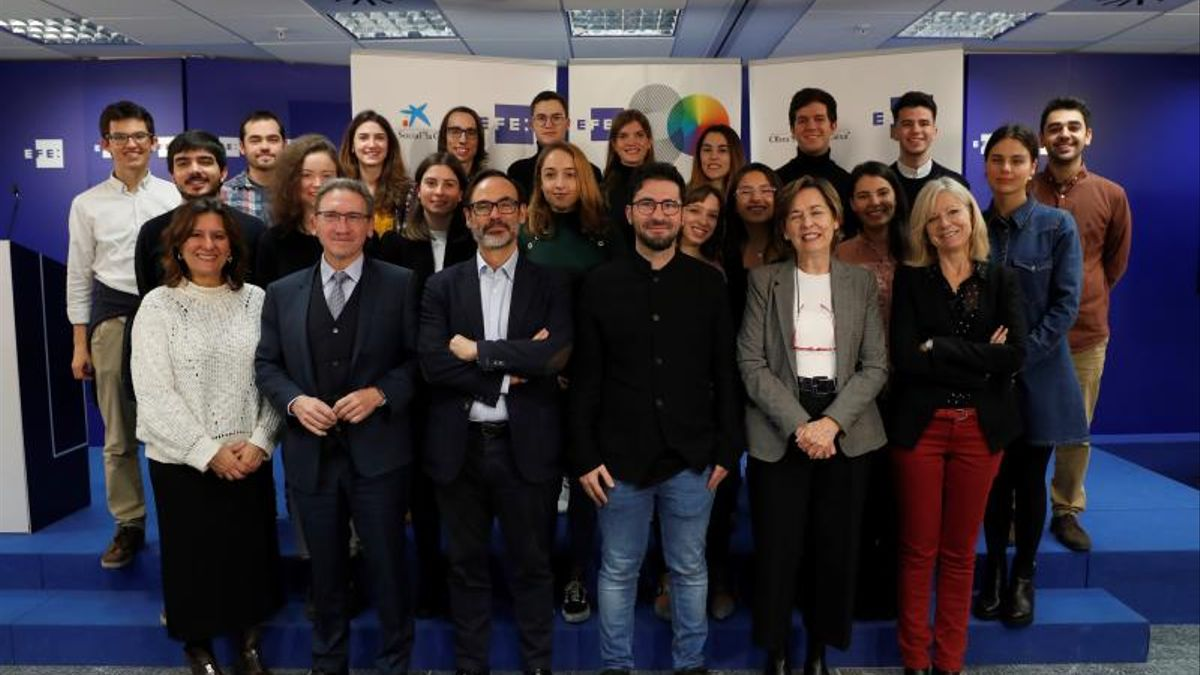 """La Agencia EFE y la Fundación """"la Caixa"""" convocan 10 becas de periodismo"""