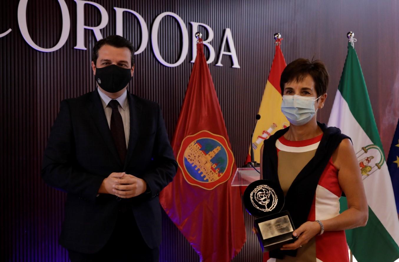 Ángeles Espinosa reivindica el papel del periodismo contra la manipulación social